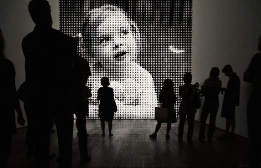 черно белое, фото в дырочку